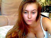 natural girl plays with herself on the bed - camchat
