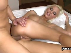Kissable czech chicks open up their arses with anal plug and