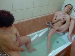 Lesbian playtime in the bathtub with granny and a teen