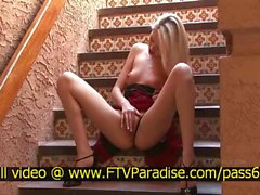 Kaly lovely stunning blonde fingering and posing