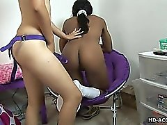 Latina bangs her ebony girlfriend with strapon