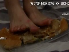 chinese foot worship-college goddess feed burger with foot