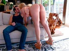 Ass-tastic blonde hottie