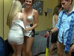 Classy fuck party at the dorm