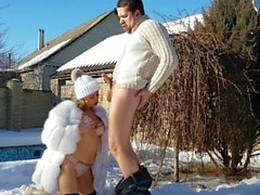 outdoor sucking and fucking with creampie on the snow