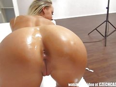 Blonde babe using a huge dildo
