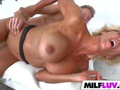 Double dipping blonde MILF Lyla