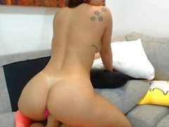 Latina babe using fucking-machine on SexoWebcam.Online