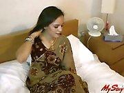 Sexy Indian Babe Jasmine Stripping Her Saree