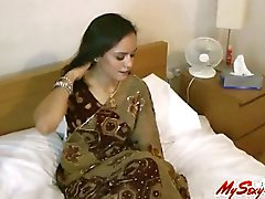 Sexy Indian Babe Jasmine Stripping Her Saree