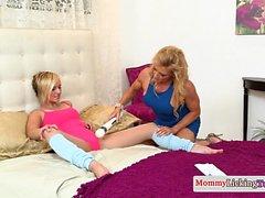 Pussyloving mature stepmom enjoys teen pussy