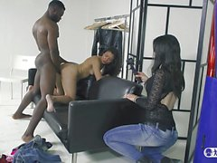 LAS FOLLADORAS - Interracial fuck with Spanish hottie