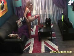 Gorgeous teenie get off with fingers on cam