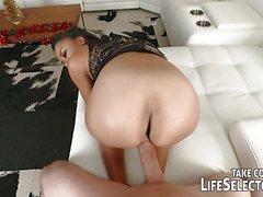 Making her ass jiggle