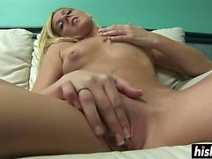 Blonde loves to play with her pussy