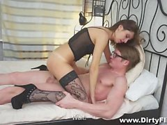 Teen bombshell gives her pussy for shitless fuck