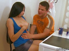 Horny sweetie gets her 1st oralservice experience