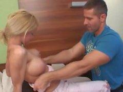 в гостинице Busty and sexy German teen girl fucked