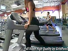 Hot teen in yoga pants does her workout