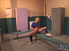 Sporty teen bounces on a massive shaft