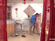 Versteckte Kamera fickt Vater wie er Stief-Tochter fickt