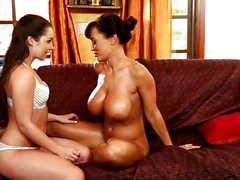 Minge munching MILF and teen Lisa Ann and Lola Foxx let their tongues loose