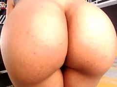 Amateur Teen Showing Her Ass On Webcam