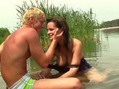 A cute couple get really horny after playing in the water