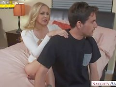 Mom Helps Me - Julia Ann