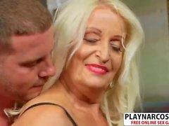 Old Not Step Mom Vikki Vaughn Gives Titjob Good Hot Dad's Friend