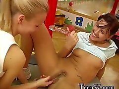 Cam girl blowjob Cindy and Amber romping